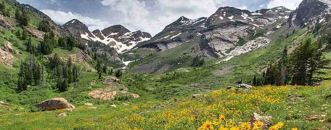 Utah Outdoor Adventures - River Rafting, Hiking and Snowshoeing Trips Around Park City